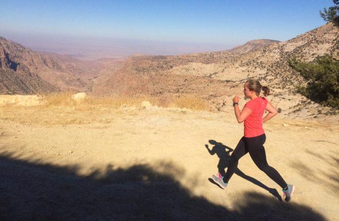Hardlopen aan de rand van Wadi Dana