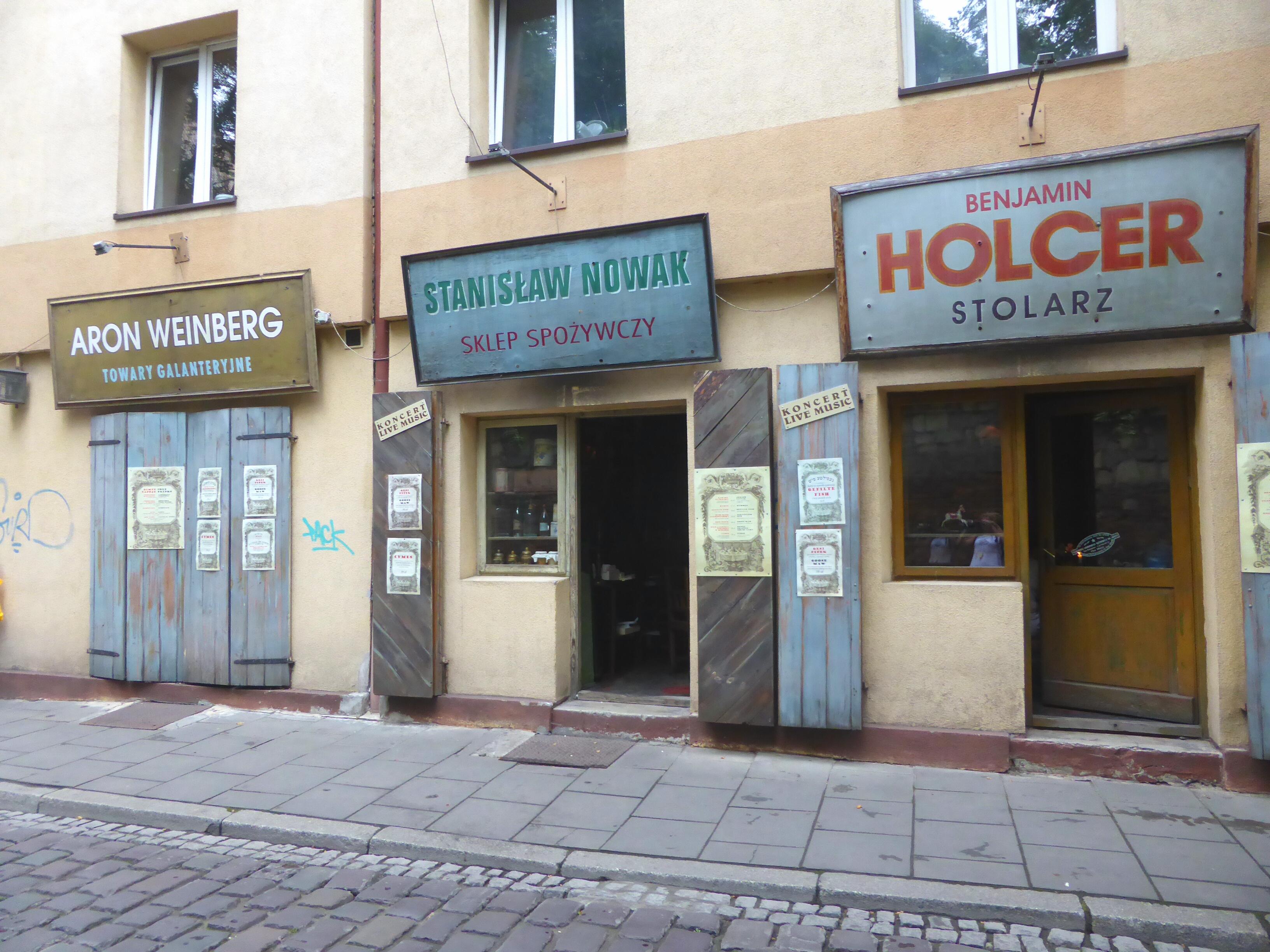 Hardlopen in Krakau, gevels met Joodse namen