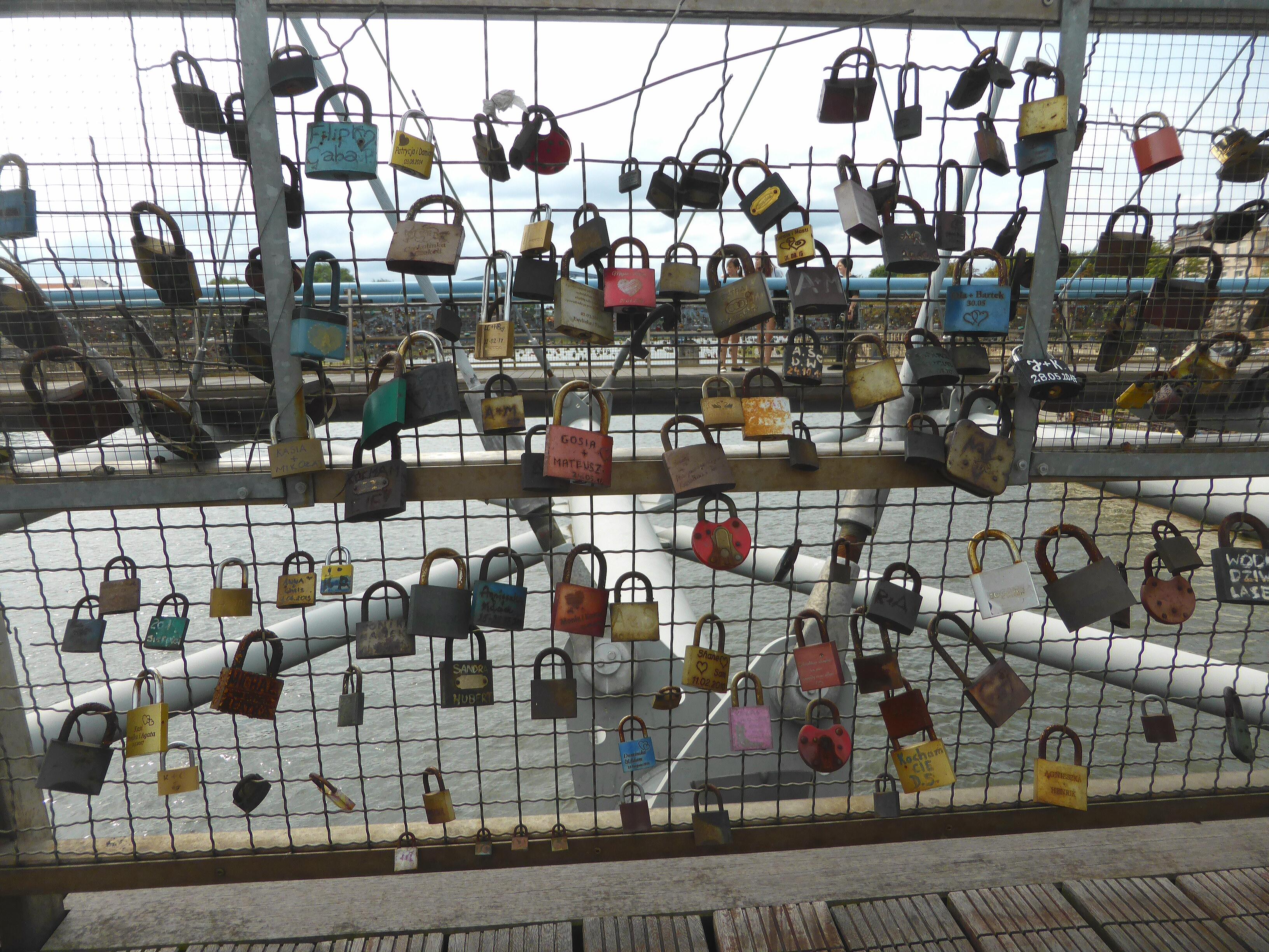 Hardlopen in Krakau, hangsloten om de liefde te bezegelen