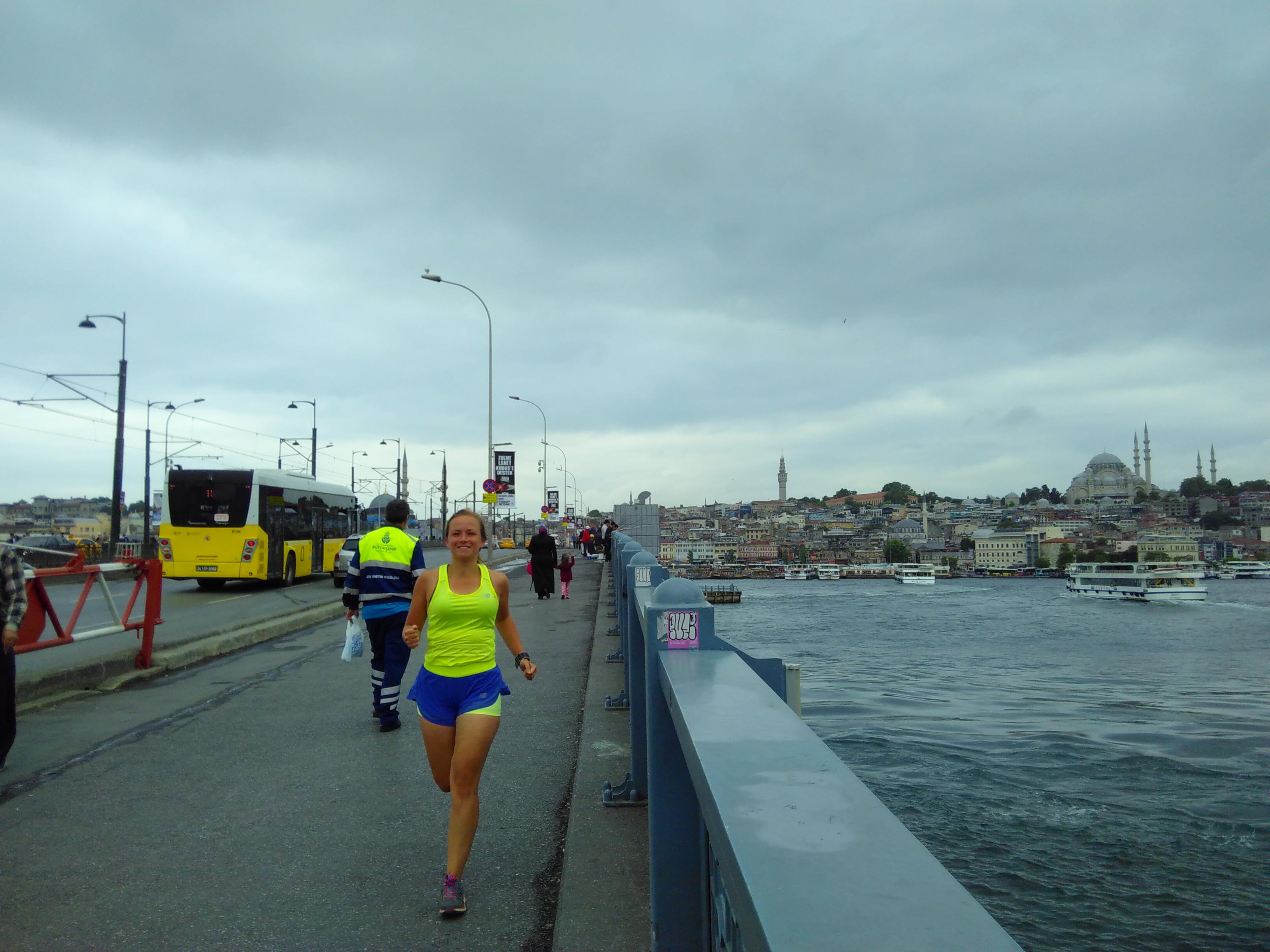 hardlopen in istanbul over de galatabrug