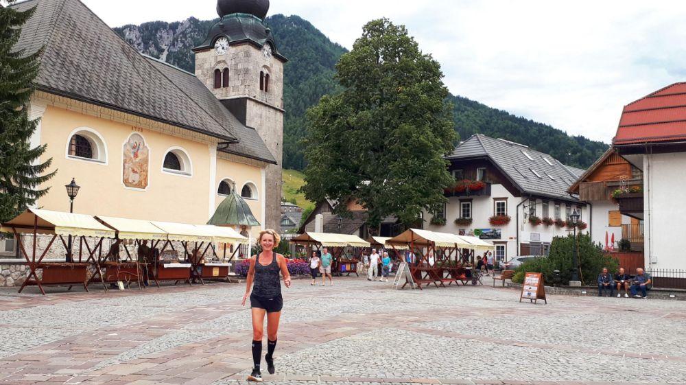 Hardlopen in Slovenië-kerkplein Kranskja Gora