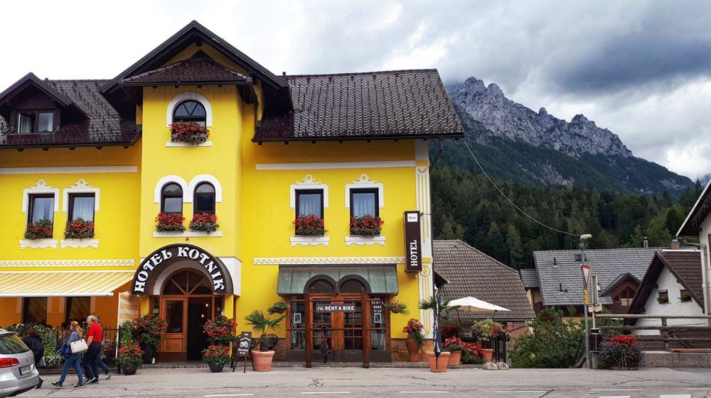 Hardlopen in Slovenië-kleurige gebouwen