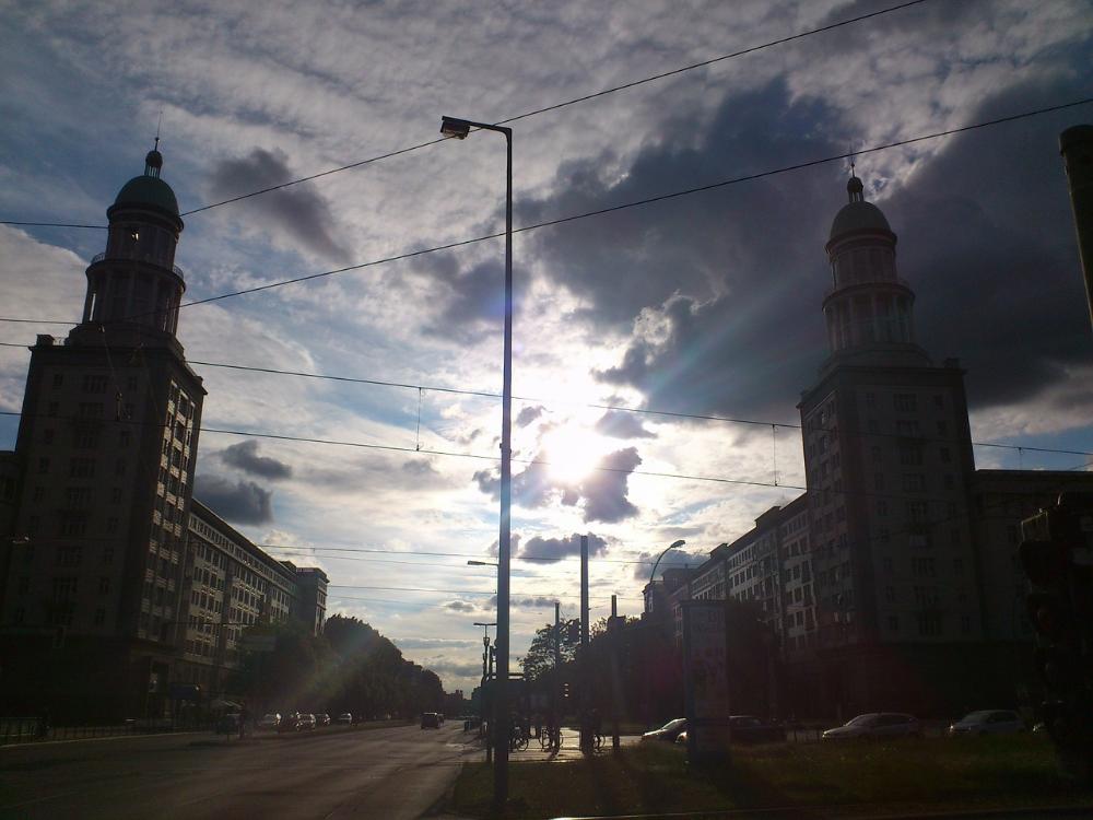 Frankfurter Tor (met de torentjes)