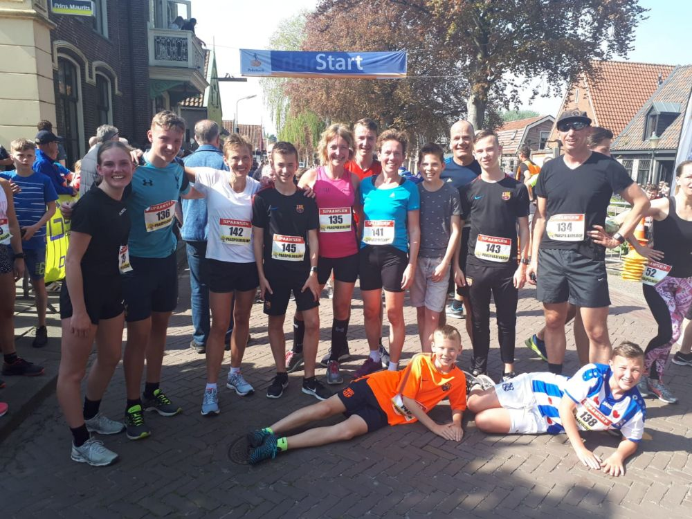 Paaspolderloop - familie bij de finish