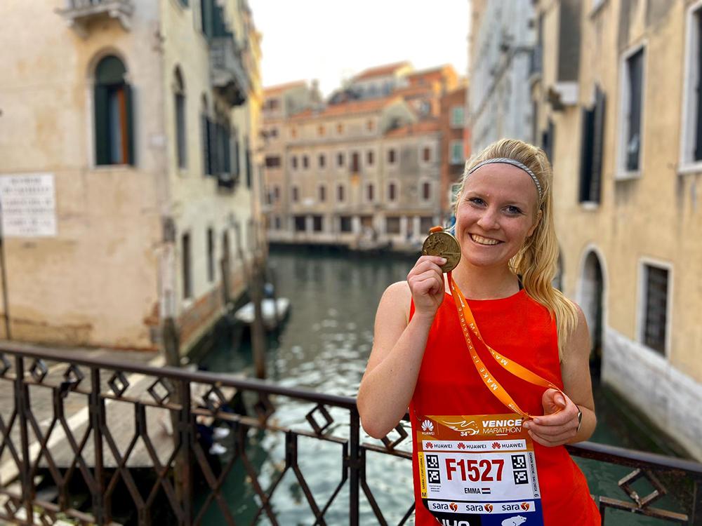 Emma Boertjes medaille Marathon Venetië