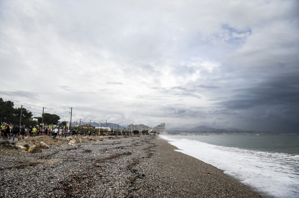 Marathon des Alpes Maritimes - ruige zee
